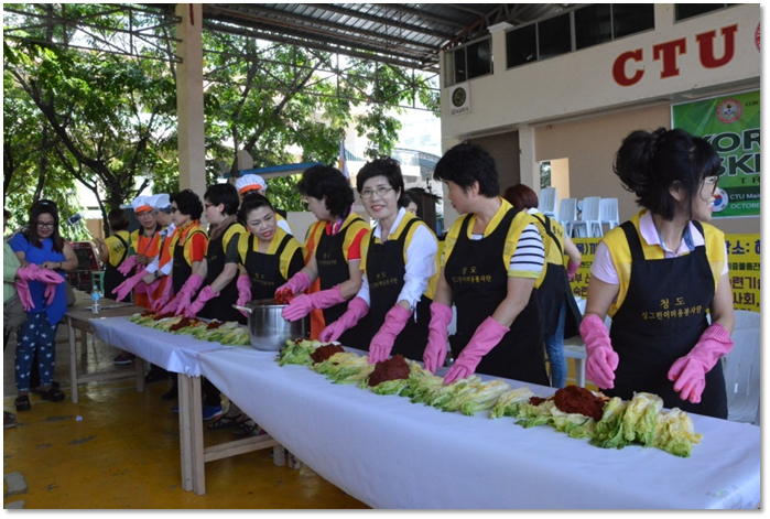 Korean trainers, CTU Faculty faculty, BSIT (Food Preparation and Services Tech) students and community participants delightfully dip into the rich and flavorful culture of Koreans during the kimchi preparation.