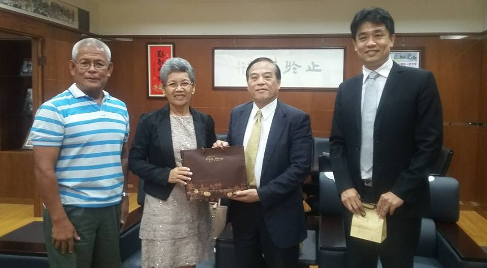 from left: Dr. Levy Lepon, I-Shou University President Jei – Fu Shaw and Office of international & Cross Strait Affairs Dean Tai Chi-Wu